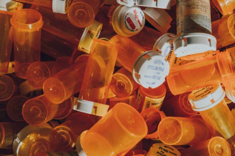 Réseaux sociaux et crises sanitaires : le cas des opioïdes : le cas de la crise sanitaire des opioïdes